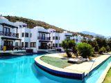 Kıbrısta Yüzme Havuzlu Bir Kompleksin 18 Objesi Satılık Fiyati Düştü